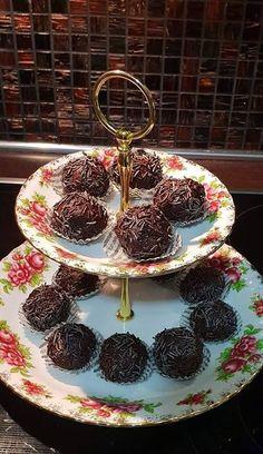 Απλά και λαχταριστά Σοκολατένια τρουφάκια με χυμό πορτοκαλιού Tiered Cakes, Sweets, Cookies, Crack Crackers, Good Stocking Stuffers, Candy, Goodies, Cookie Recipes, Treats
