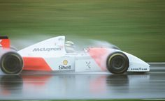 Many know of Ayrton Senna's great mastery of driving Formula 1 cars extremely well and flamboyantly in the wet. The truth was that Ayrton was terrible in the rain when he was younger. He would win every competition or race in the dry, but when it. Grand Prix, Le Mans, Jochen Rindt, Gilles Villeneuve, Formula 1 Car, Mclaren F1, F1 Drivers, F1 Racing, Drag Racing
