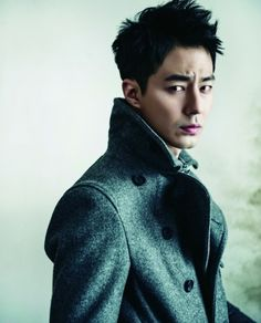 Actor Jo In Sung makes the ladies swoon with his sexy charisma in 'cine21′