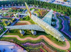 Dubai Miracle Garden is a flower garden located in Dubailand, Dubai. This garden was launched on Valentine's Day in Dubai Miracle Garden has received a Guinness World Records certificat… Beautiful Flowers Garden, Large Flowers, Amazing Flowers, Beautiful Gardens, White Flowers, Blooming Flowers, Fresh Flowers, Amazing Gardens, Hotel A Dubai