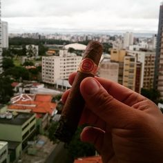 Juan Lopez - #charutando #issoecharutando #charutandosempre #charuto #charuteiros #brazilcigarlovers #cigar #cigarlover #cigarlovers #stogie #vintagecigar #nowsmoking  #habana #cuba #habanos #habano #puro #puros #lcdh #ashtray #lighter #isqueiro #cinzeiro #instacigar #cerveja #bar #beer #cervejaartezanal #coffee #café by charutando