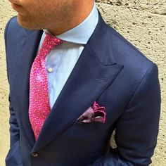 The cutaway collar is stunning and the tie knot superb add together the pink and light blue and it's a winning combination. Who said you need to be doing Windsor knots with a cutaway collar? Custom Tailored Shirts, Custom Shirts, Suit Up, Suit And Tie, Mens Fashion Suits, Mens Suits, Mens Wardrobe Essentials, Cutaway Collar, Stylish Suit