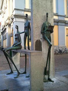 """Modern sculpture - Nude female figures at the rear of the """"Stadsschouwburg"""""""