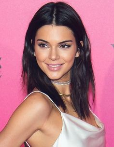Want Kendall Jenner's beach waves from the Victoria's Secret Fashion Show? Click ahead for tips from celebrity hairstylist Sarah Potempa