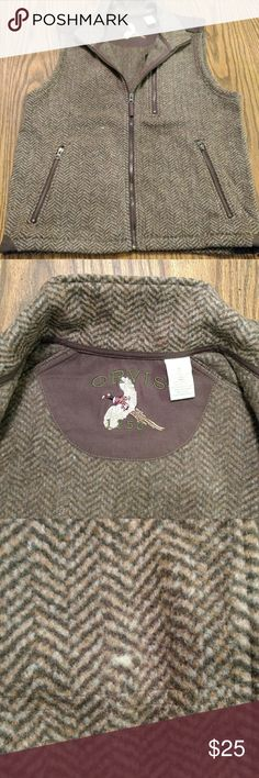 Orvis Men's Vest Medium. Men's vest. Never Worn. In excellent condition except for a minor blemish in the front of the vest. Two hand warmer pockets with zippers. One breast pocket with zipper, front left. Orvis Jackets & Coats Vests