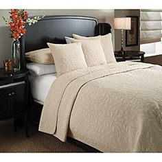 Marmont Sandalwood-beige Leaf-pattern Cotton-mix Three-piece Quilt Set