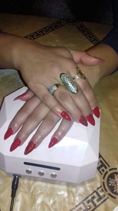 #red #redglitter #glitter #stiletto #gelnails Red Glitter, Red Stilettos, Beauty, Beleza, Red High Heels
