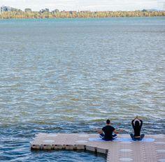 Une séance de yoga sur le fleuve Album Photo, Yoga, Lifestyle, Photos, Physical Exercise, Baby Born, Pictures