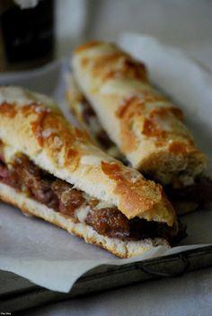 Baguette de ternera cebolla caramelizada y mozzarella