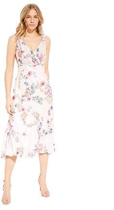 Elegantes und sommerliches Damen Kleid mit schönem floralem Muster. Das Kleid hat einen schönen V-Ausschnitt in Wickeloptik und eine schmeichelnde A-Linie.. Damen, Kleid, kurz, comma, ärmellos Ärmellos Verschluss: Reißverschluss 57% Polyester, 43% Viskose Sommerkleid Pflegehinweis: Maschinenwäsche Modellnummer: 601.12.005.20.200.2048453  Bekleidung, Damen, Kleider, Freizeit Elegant, Ladies Day Dresses, Line, Short Gowns, Summer, Scale Model, Classy, Chic