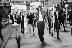 Les répétitions du défilé Chanel printemps-été 2015 http://www.vogue.fr/mode/inspirations/diaporama/fwpe2015-les-coulisses-de-la-fashion-week-de-paris-printemps-ete-2015-jour-8/20590/image/1101330