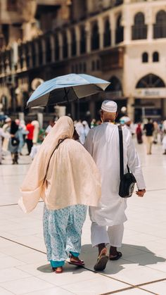 Cute Muslim Couples, Old Couples, Couples In Love, Old Couple In Love, Cute Couple Art, Islamic Images, Islamic Pictures, Mecca Madinah, Girl Beach Pictures