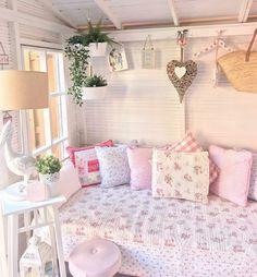 Estilo Shabby Chic, Shabby Chic Style, Shabby Chic Farmhouse, Shabby Chic Homes, Cozy Cottage, Cottage Style, Shed Interior, Interior Design, Style Vintage