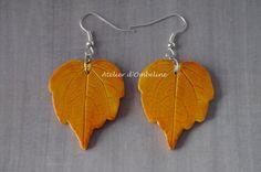 Boucles d'oreilles nature automne feuilles jaune orangé en pâte polymère : Boucles d'oreille par atelier-d-ombeline