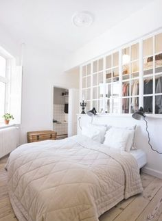 Open shelves on false wall behind bed Bedroom Divider, Closet Bedroom, Dream Bedroom, Home Bedroom, Master Bedroom, Bedroom Decor, Bedroom Wall, Small Apartments, Small Spaces