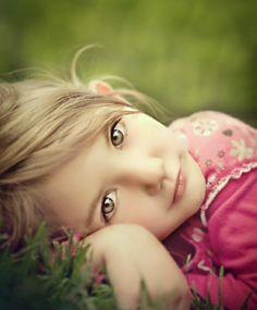 portrait poses for children, so pretty Photography Tutorials, Family Photography, Photography Tips, Portrait Photography, Children Photography Poses, Portrait Poses, Portrait Ideas, Poses Photo, Photo Tips