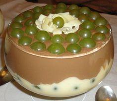 A Delícia de Uva é uma sobremesa de dar água na boca. Faça para os seus convidados e familiares e receba muitos elogios! Veja Também:Bombom de Uva na Trav