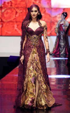 wolipop.com - 9 Karya Terbaru Anne Avantie di Indonesia Fashion Week 2012