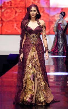 Karya Terbaru Anne Avantie di Indonesia Fashion Week 2012 #beautiful #batik #Indonesia