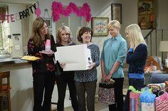 CBS Mom TV Show | CBS's Mom has an ingenious solution to TV sitcoms' biggest problem ...