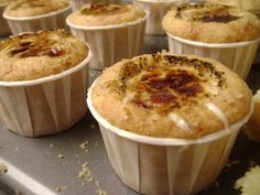 Creme Brulee Cupcakes Making meringue over heat is damn near impossible!cupcakes were good though. Brownie Desserts, Just Desserts, Delicious Desserts, Dessert Healthy, Cupcake Recipes, Cupcake Cakes, Dessert Recipes, Think Food, Love Food