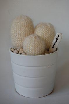 Para todas aquellas personas que como yo tienen un pulgar verde asesino... Bienvenidos a mi colección de cactus tejidos mano. Usted nunca