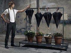 """""""Water thinking"""" MiniMalism BMW Adv. L'agenzia pubblicitaria BBDO Milan ha realizzato per Mini BMW MiniMalism, una adv per il rispetto dell'ambiente e in particolare dell'utilizzo dell'acqua: """"Water thinking"""" invita a un consumo saggio, magari riclando ironicamente l'acqua piovana per annaffiare le piante o suonare la batteria. Via fubiz.net"""
