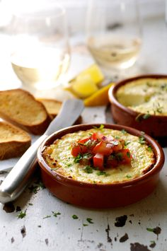 Lemon Garlic Baked Ricotta - an exciting new appetizer idea! Super fast and easy to make, a fabulous dip / spread for your next party! Queso Ricotta, Baked Ricotta, Tapas Dishes, Recipetin Eats, Appetisers, Clean Eating Snacks, Appetizer Recipes, Gourmet Appetizers, Italian Appetizers Easy