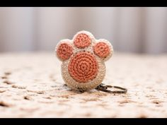 Amigurumi | como hacer una huella de perrito en crochet | Bibi Crochet 2018 - YouTube Crochet Fabric, Freeform Crochet, Crochet Home, Crochet Motif, Crochet Baby, Knit Crochet, Crochet Animal Amigurumi, Crochet Animal Patterns, Crochet Animals