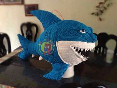 Piñata tiburón .