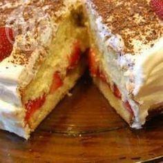 Snelle aardbeien-slagroomtaart @ allrecipes.nl Sweet Recipes, Cake Recipes, Dessert Recipes, Allrecipes, Bakery Cakes, Food Cakes, Homemade Cakes, Cakes And More, No Bake Desserts