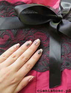 Zdobienie paznokci na wesele - eleganckie kwiatki i koronka http://www.cienistosc.pl/2014/12/zdobienie-paznokci-na-wesele-eleganckie.html