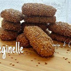 Biscotti reginelle - ricetta regionale siciliana con zafferano e semi di sesamo.