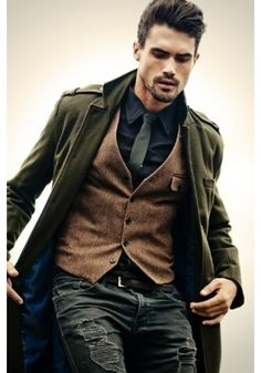 Like idea of casual waistcoat. Sharp Dressed Man, Well Dressed Men, Sharp And Dapper, Mode Masculine, Masculine Style, Fashion Mode, Look Fashion, Rugged Men's Fashion, Classy Mens Fashion