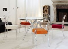 Contemporary in polycarbonate frame, available in the transparent, solid colour and flame retardant version. The Igloo Scab is ideal for the kitchen and living room and for public places. Dining Room Furniture, Dining Chairs, Dining Table, Chair Design, Furniture Design, Furniture Ideas, Patio Bar Stools, Interior Exterior, Room Interior
