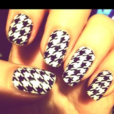 Houndstooth nails for Alabama game days. Roll Tide Roll. Crimson Tide game day manicure.