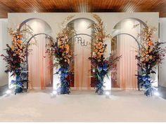 Wedding Backdrop Design, Wedding Reception Backdrop, Wedding Mandap, Wedding Receptions, Indoor Wedding Decorations, Backdrop Decorations, Backdrops, Flowers Decoration, Chinese Wedding Decor