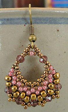Free Beading Tutorial: Semi-Circular Earrings - Linda's Crafty Inspirations: . - Free Beading Tutorial: Semi-Circular Earrings – Linda's Crafty Inspirations: Free Beading Tuto - Beaded Earrings Patterns, Diy Earrings, Hoop Earrings, Beading Patterns, Macrame Colar, Free Beading Tutorials, Beading Ideas, Motifs Perler, Earring Tutorial