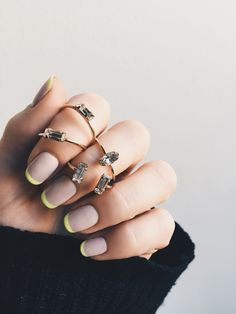 These @bingbangnyc RINGS and neon tipped mani are amazing! Click for more sparkly inspo!
