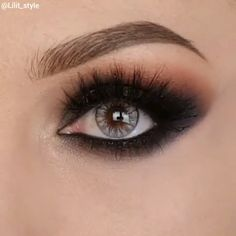 Make-up 2019 - Makeup Looks - Augen Make Up Hooded Eye Makeup, Smokey Eye Makeup, Eyeshadow Makeup, Makeup Cosmetics, Pretty Eye Makeup, Blue Eyeshadow, Makeup Inspo, Makeup Inspiration, Beauty Makeup