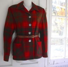 A Pendelton via The Vintage Traveler 40s Fashion, Vintage Fashion, Vintage Style, Vintage Fall, Fashion Pics, Classic Fashion, 49ers Jacket, Classic Outfits, Classic Clothes