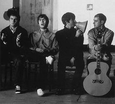 Britpop music: Blur, Suede, Oasis, The Stone Roses. Oasis Band, Noel Gallagher, Indie Music, Music Icon, Foo Fighters, Great Bands, Cool Bands, Banda Oasis, Pop Rock Internacional