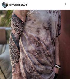 Made a little more progress on this Flower of Life//Metatron's Cube//Mandala sleeve, while 's Shanti Tattoo Venice beach. Body Art Tattoos, Sleeve Tattoos, Cool Tattoos, Epic Tattoo, Cover Tattoo, Mandala Sleeve, Mandala Tattoo, Flower Of Life Tattoo, Sacred Geometry Tattoo