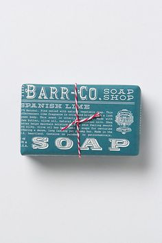 These 10 artisan soaps will increase the hipness factor in your bathroom: Barr-Co. Smart Packaging, Tea Packaging, Brand Packaging, Packaging Design, Design Package, Soap Shop, Home Made Soap, Box Design, Bar Soap