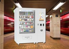 Body Lotion Bath Products Kiosk Vending Machine for Hotel , 22 Inch Touch Screen
