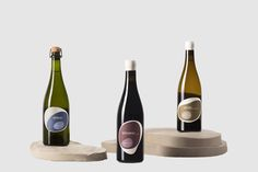 Mucho has teamed up with Pepe Raventós in order to design these unique wine labels. Natural wine with natural lable shapes