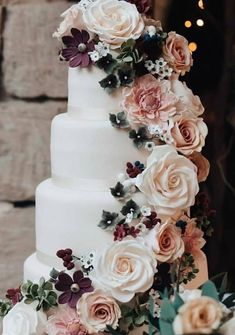 45 Simple, Elegant, Chic Wedding Cakes These gorgeous wedding cake pictures are sure to inspire your wedding cake design. From simple to elegant to chic wedding cakes, there is something for every taste - no pun intended. Wedding Goals, Chic Wedding, Perfect Wedding, Fall Wedding, Our Wedding, Wedding Planning, Dream Wedding, Rustic Wedding, Wedding Ceremony