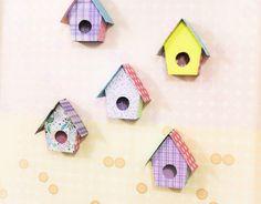 Ev dekorasyonunda kuş evlerini çok kullanır olduk. Daha önceki günlerde sizlere ahşap boyama kuş evi yapımından bahsetmiştik. Şimdi DIY, geri dönüşüm proje