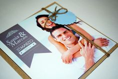 tarjeta de boda original tarjeton de 14x14 con sobre Kraft y etiqueta a juego con cordón natural.   staperez.blogspot.com