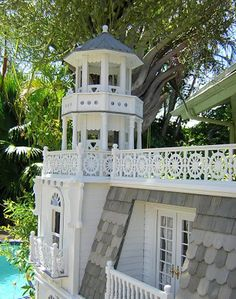 The Key West Island house is a theme house that depicts all the pleasures summer, and of island living. Key West is a 3 by 5 mile island th...